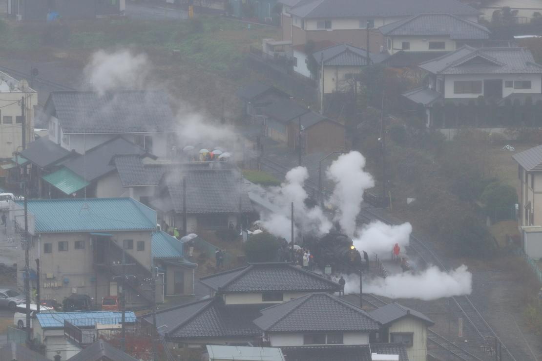 上に横に蒸気を噴きあげる機関車 - 2019年晩秋・真岡鉄道 -_b0190710_22522141.jpg