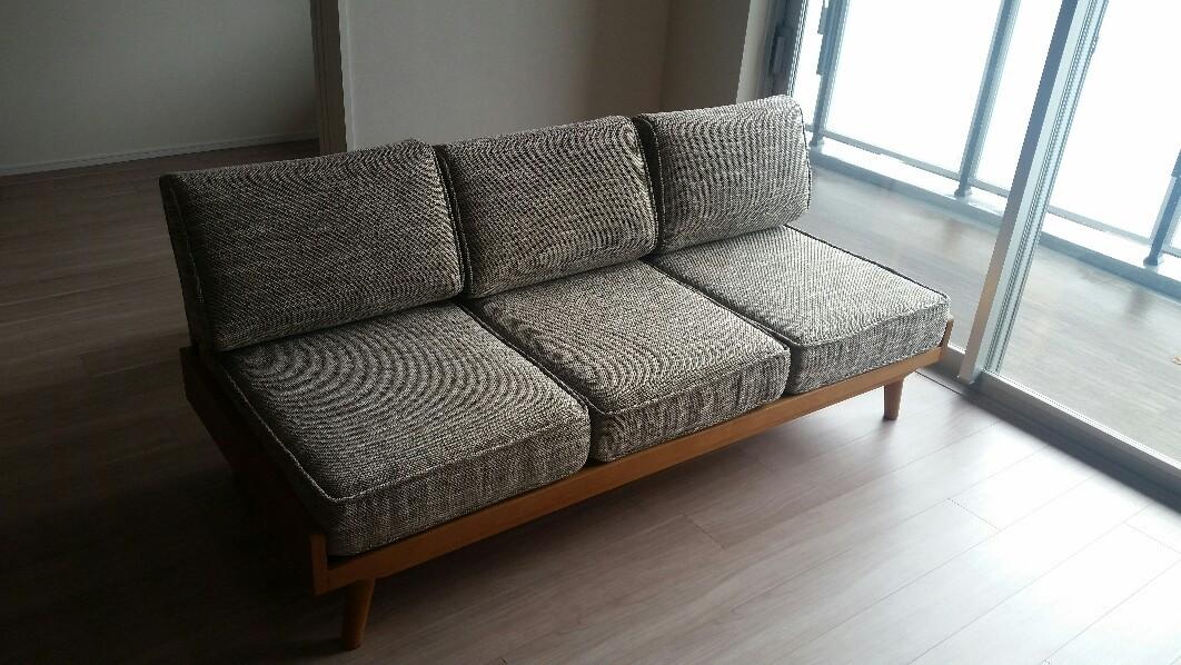 unicoのソファーとテーブル_e0415520_10184534.jpg