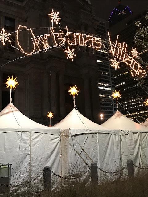 早くもクリスマスビレッジ登場_d0269832_23112016.jpeg