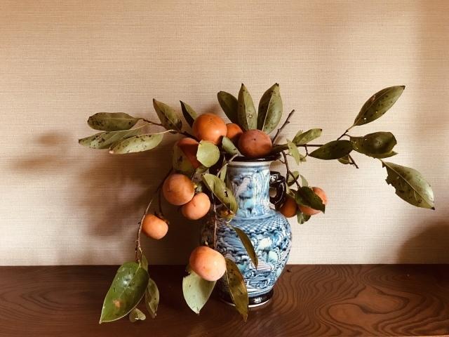 信楽焼の花瓶に柿、ジーンズ地で作る定番パンツ_d0101846_16472438.jpeg