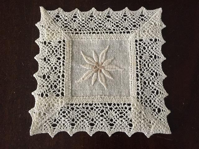花の刺繍の四角マット1143  sold out!_f0112550_23053469.jpg