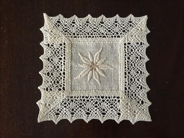 花の刺繍の四角マット1143  sold out!_f0112550_23053554.jpg