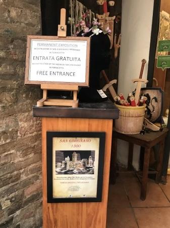 必見!『San Gimignano 1300(序章)』(街道編)_a0136671_00212365.jpeg