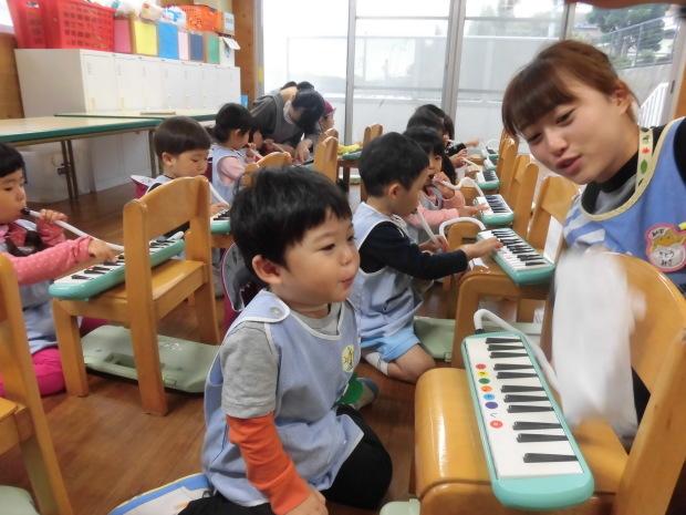2歳児鍵盤ハーモニカ_a0382671_10433541.jpg