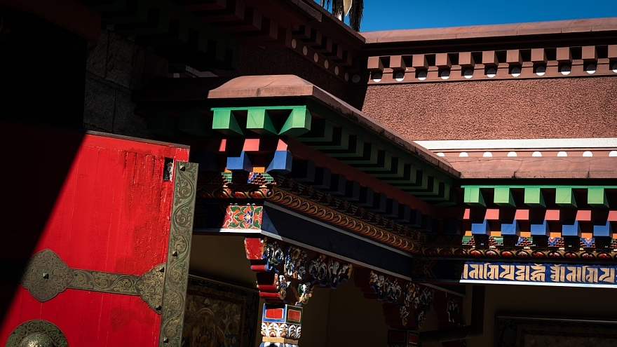 チベット寺院に溢れる哀愁の原色_d0353489_14142672.jpg