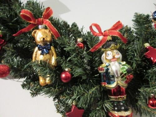 ちょっと早めのクリスマス気分。リース;にもみの木&オーナメント_e0341401_01012978.jpg