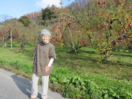 りんご畑へ_a0203003_17554384.jpg