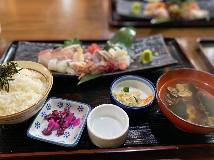 市場内のお店で食べた美味しい海鮮料理と孫たちと一緒に観たアナ雪II_b0175688_20133316.jpg