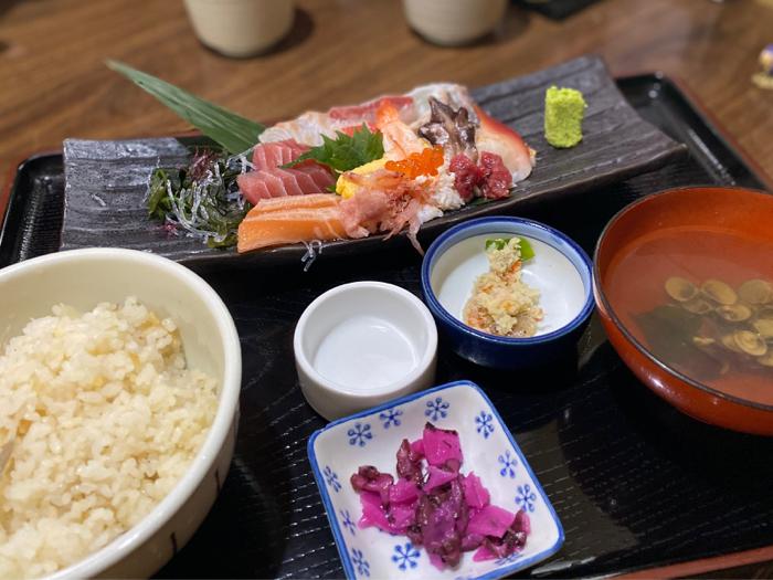 市場内のお店で食べた美味しい海鮮料理と孫たちと一緒に観たアナ雪II_b0175688_20143310.jpg