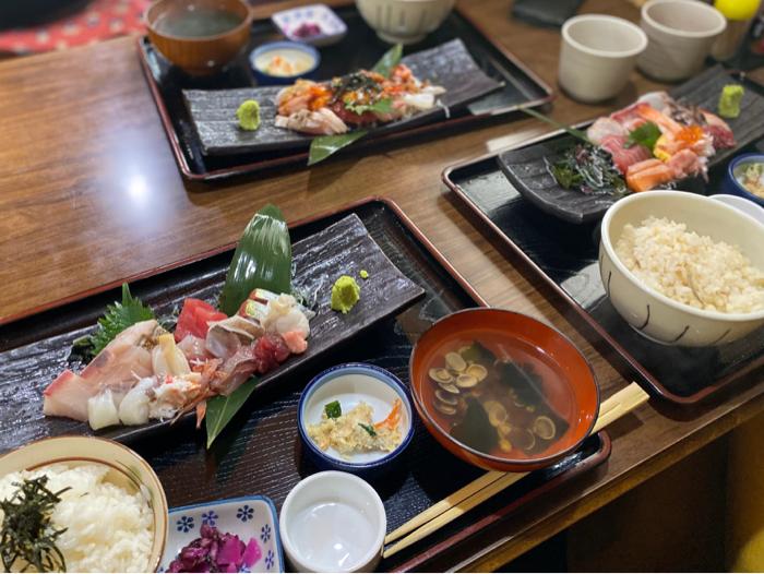 市場内のお店で食べた美味しい海鮮料理と孫たちと一緒に観たアナ雪II_b0175688_20154505.jpg