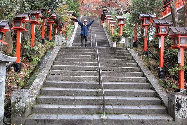 500段の階段で本殿へ鞍馬寺紅葉_b0163804_15375445.jpg