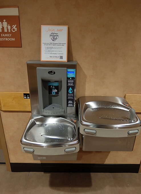 ウェグマンズにもペットボトル給水機_b0007805_12441179.jpg