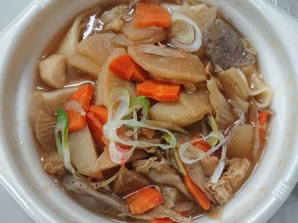 11/27夜勤飯 セブンイレブン 煮ぼうとう & 蒸し鶏とたまごのバンバンジーサラダ_b0042308_01460950.jpg