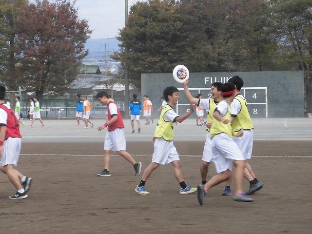 クラス対抗でアルティメットを戦う富士高の球技大会_f0141310_07361191.jpg