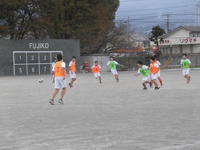クラス対抗でアルティメットを戦う富士高の球技大会_f0141310_07363128.jpg