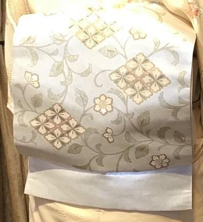 11周年・蘭の着物にまいづる螺鈿の帯・両陛下、御所を後に。_f0181251_16334354.jpg