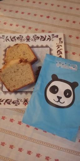 4歳のコボちゃんからパンダへ。りんごとバナナの手作りケーキのプレゼント。「あっ、うまい」_b0096957_15553851.jpg
