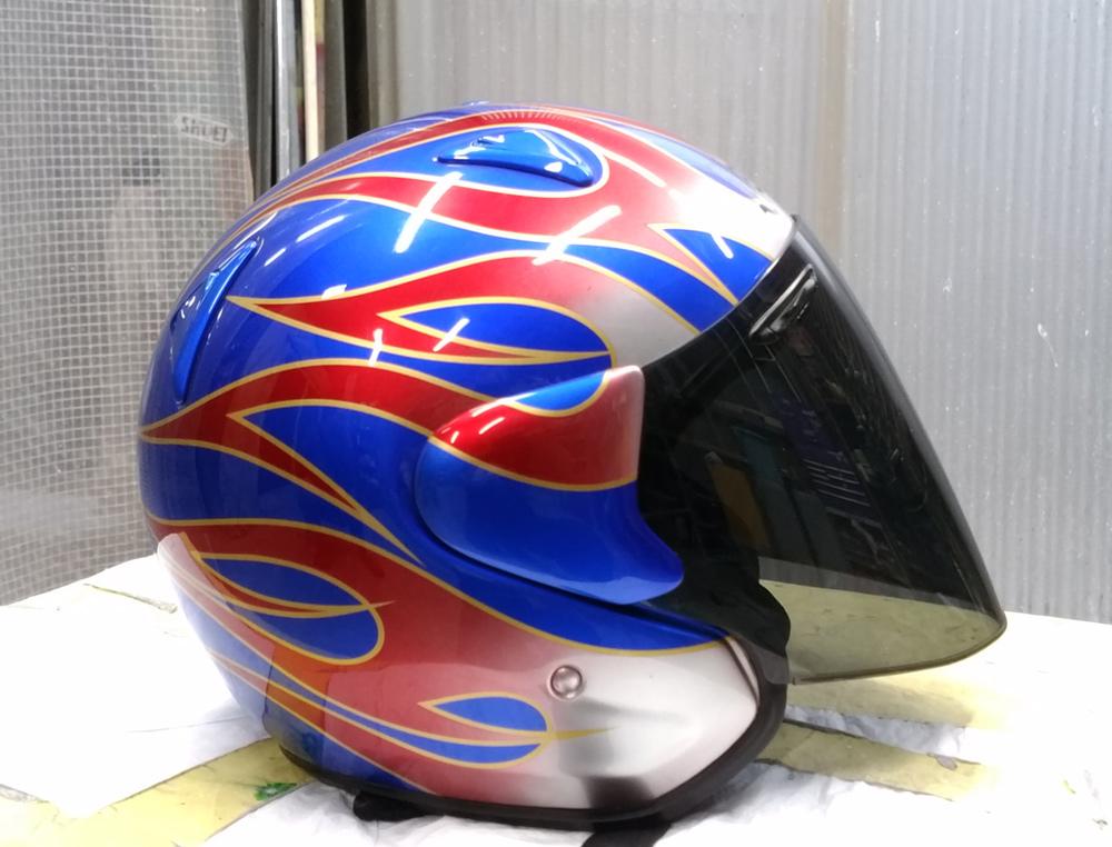 アライ謹製モデル名わからないけど2輪用ヘルメット。と4L3のパーツをちらっと。_d0130115_11423370.jpg