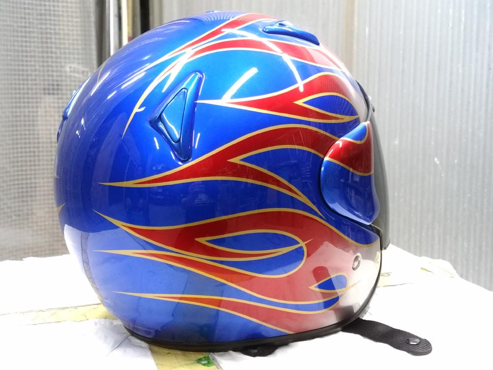 アライ謹製モデル名わからないけど2輪用ヘルメット。と4L3のパーツをちらっと。_d0130115_11450003.jpg