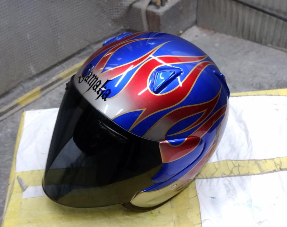 アライ謹製モデル名わからないけど2輪用ヘルメット。と4L3のパーツをちらっと。_d0130115_11471107.jpg