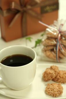 6月のお菓子・ココナツマカロン_a0392423_01554744.jpg