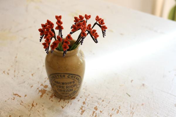 フェルトで小さい花を作っています_e0333647_15370817.jpg