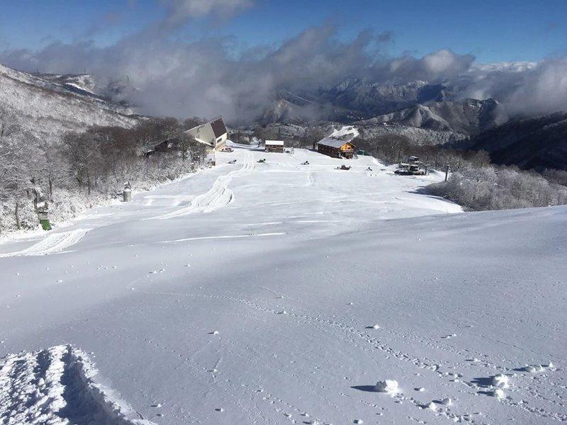 かぐらスキー場 明日11月30日(土)よりシーズン営業が始まります!!まずは1ロマから_e0037849_12270834.jpg