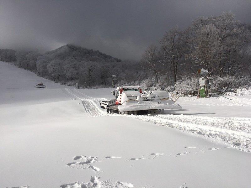 かぐらスキー場 明日11月30日(土)よりシーズン営業が始まります!!まずは1ロマから_e0037849_21285692.jpg