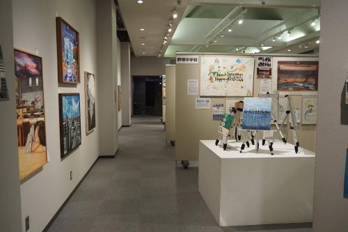 様々な思いと連携から生まれた 第5回「江別市中学校・高校合同の美術部合同展」 _b0068572_22154457.jpg