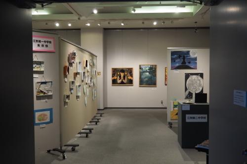 様々な思いと連携から生まれた 第5回「江別市中学校・高校合同の美術部合同展」 _b0068572_22154464.jpg