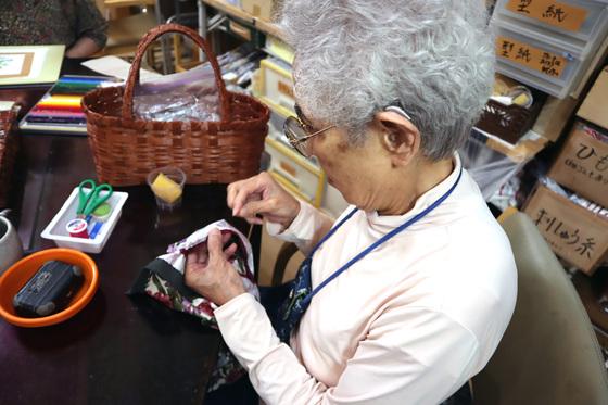 エコクラフト & 裁縫 ~ お買い物籠バッグ ~_e0222340_1601610.jpg