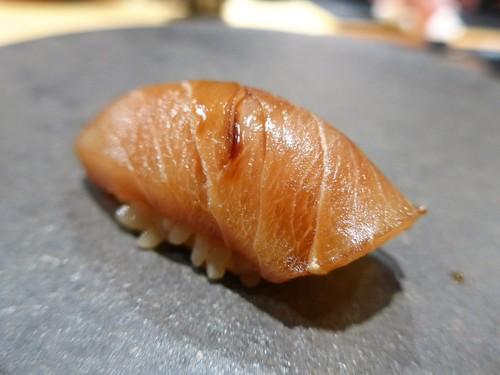渋谷「熟成鮨 万」へ行く。_f0232060_20321335.jpg
