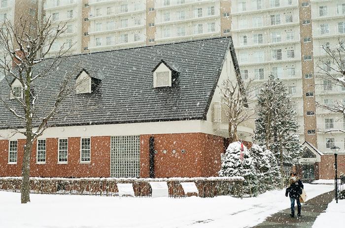 積もりそうな雪と靴底の雪払い_c0182775_16111852.jpg