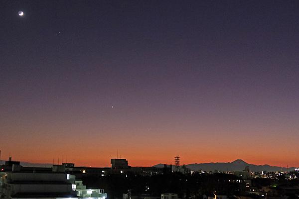 富士山と夕焼けと月と惑星 新宿西口意思表示_a0188487_20163447.jpg