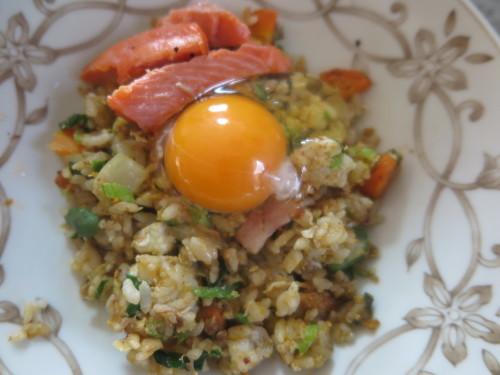 朝:卵かけチャーハン&ピザトースト 昼:塩🍙&味噌汁、1時間後、くら寿司の天丼 夜:塩🍙、温野菜&柿_c0075701_22470310.jpg
