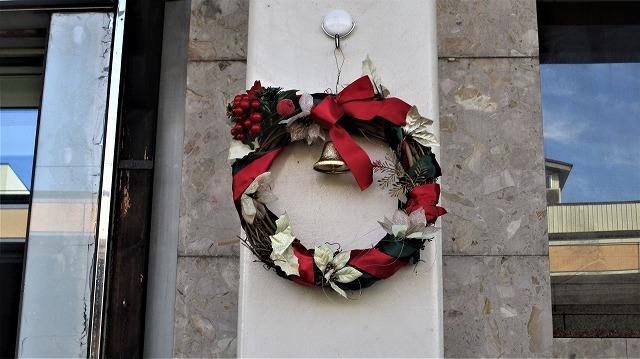 本町4アーケードクリスマスリースの飾りつけ_b0163804_10503846.jpg