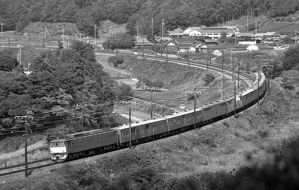 KATOのNゲージ東海道山陽荷物車後期セットとオユ14・スユ44の電気暖房の話_f0203926_18242426.jpg
