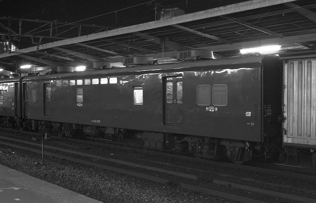 KATOのNゲージ東海道山陽荷物車後期セットとオユ14・スユ44の電気暖房の話_f0203926_18262175.jpg