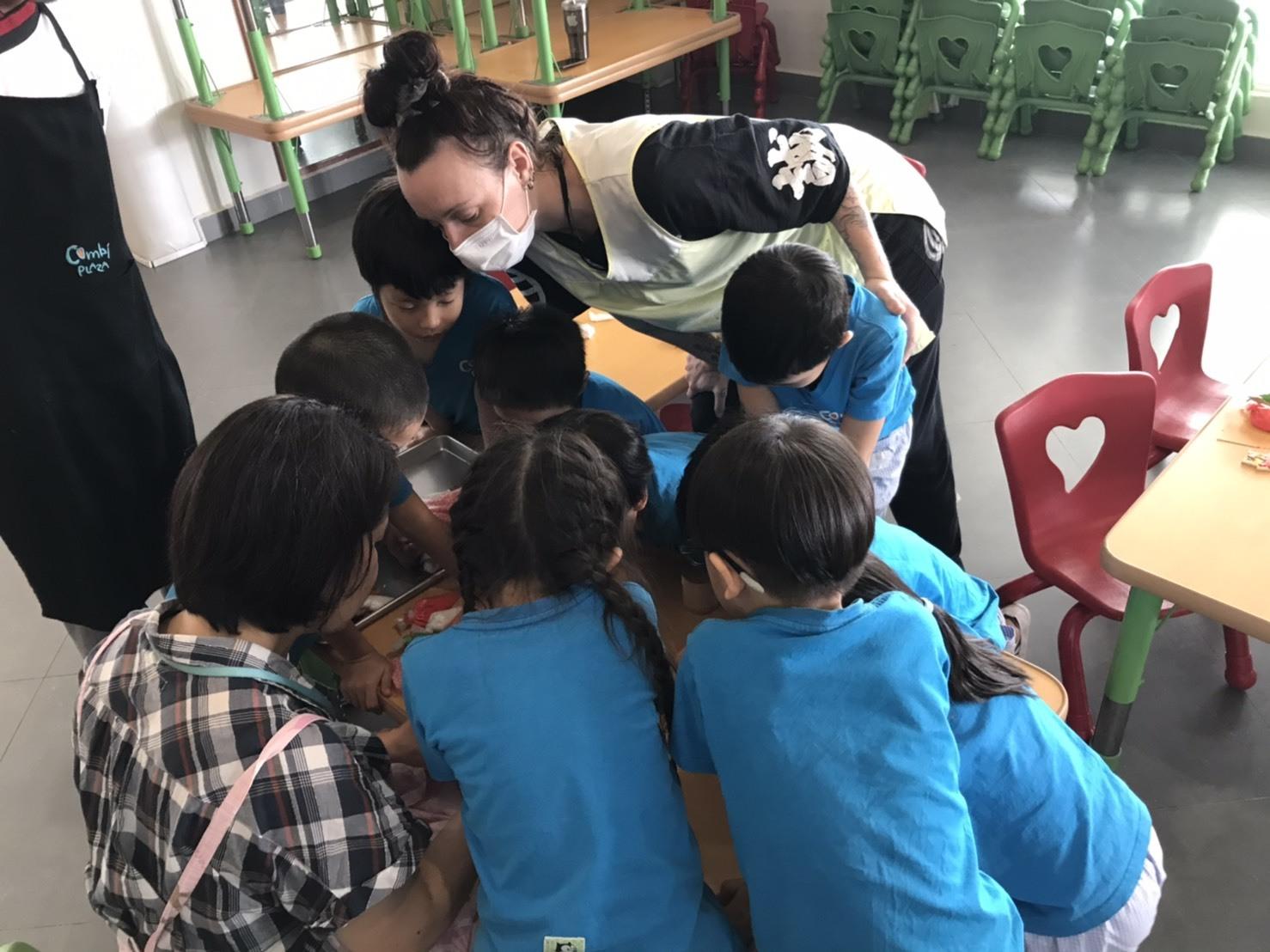 プノンペンの幼稚園で講習をしてきました!_e0177649_16014935.jpg