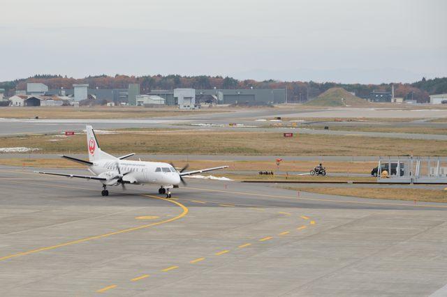 三沢空港でSAAB340_c0081462_09471286.jpg