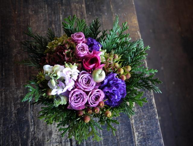 お祖母様の92歳のお誕生日にアレンジメント。「紫~ピンク系」。2019/12/01。_b0171193_21041493.jpg