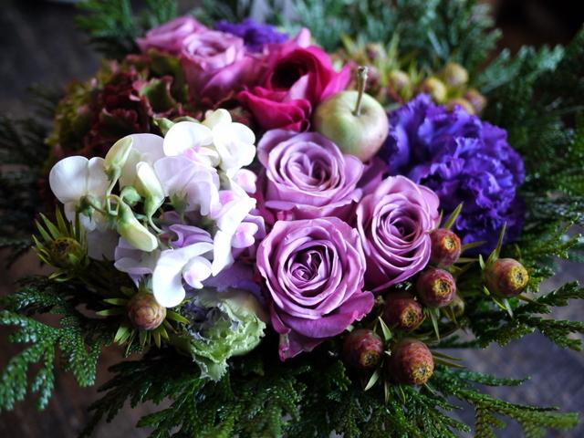お祖母様の92歳のお誕生日にアレンジメント。「紫~ピンク系」。2019/12/01。_b0171193_21042622.jpg