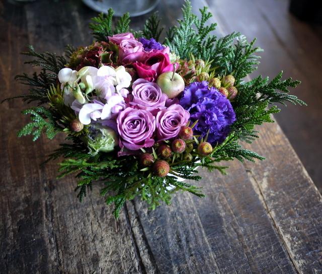 お祖母様の92歳のお誕生日にアレンジメント。「紫~ピンク系」。2019/12/01。_b0171193_21043315.jpg