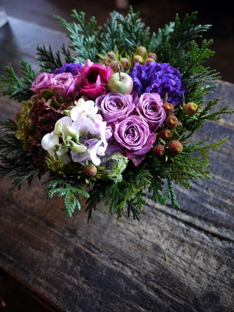 お祖母様の92歳のお誕生日にアレンジメント。「紫~ピンク系」。2019/12/01。_b0171193_21043664.jpg
