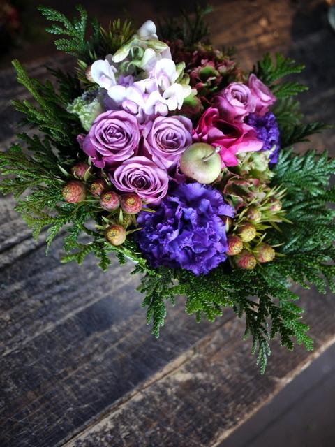 お祖母様の92歳のお誕生日にアレンジメント。「紫~ピンク系」。2019/12/01。_b0171193_21044740.jpg