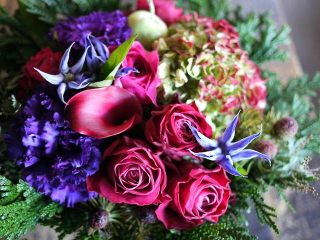 卒寿(90歳)の女性へのアレンジメント。「紫~濃いピンク、グリーン等」。南21条にお届け。2019/12/01。_b0171193_21084133.jpg