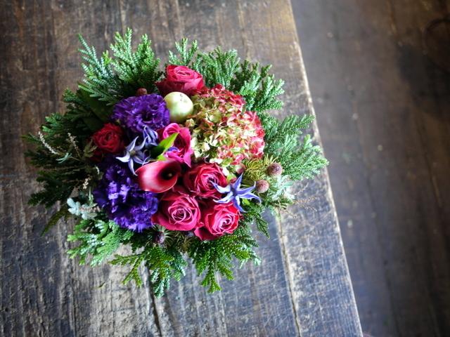 卒寿(90歳)の女性へのアレンジメント。「紫~濃いピンク、グリーン等」。南21条にお届け。2019/12/01。_b0171193_21084187.jpg