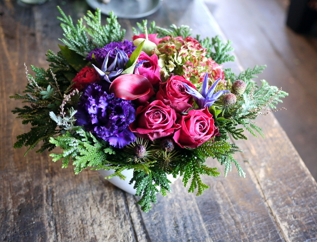 卒寿(90歳)の女性へのアレンジメント。「紫~濃いピンク、グリーン等」。南21条にお届け。2019/12/01。_b0171193_21085164.jpg