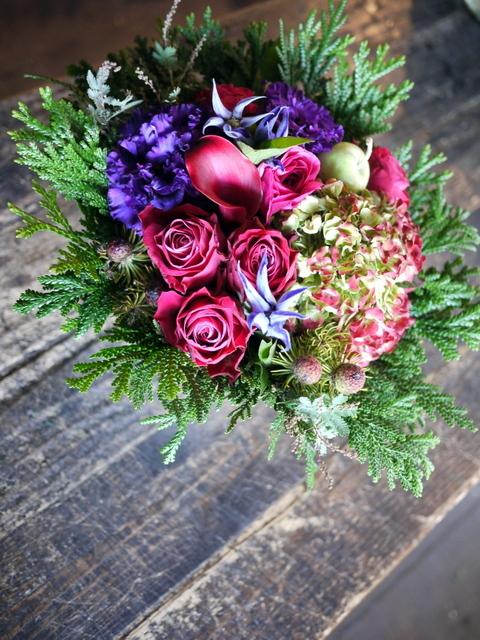 卒寿(90歳)の女性へのアレンジメント。「紫~濃いピンク、グリーン等」。南21条にお届け。2019/12/01。_b0171193_21085459.jpg
