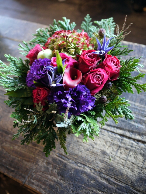 卒寿(90歳)の女性へのアレンジメント。「紫~濃いピンク、グリーン等」。南21条にお届け。2019/12/01。_b0171193_21085560.jpg